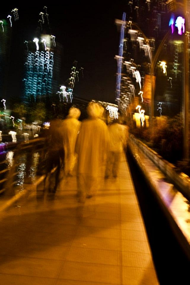 walking people, blurred images, city at night, city streets